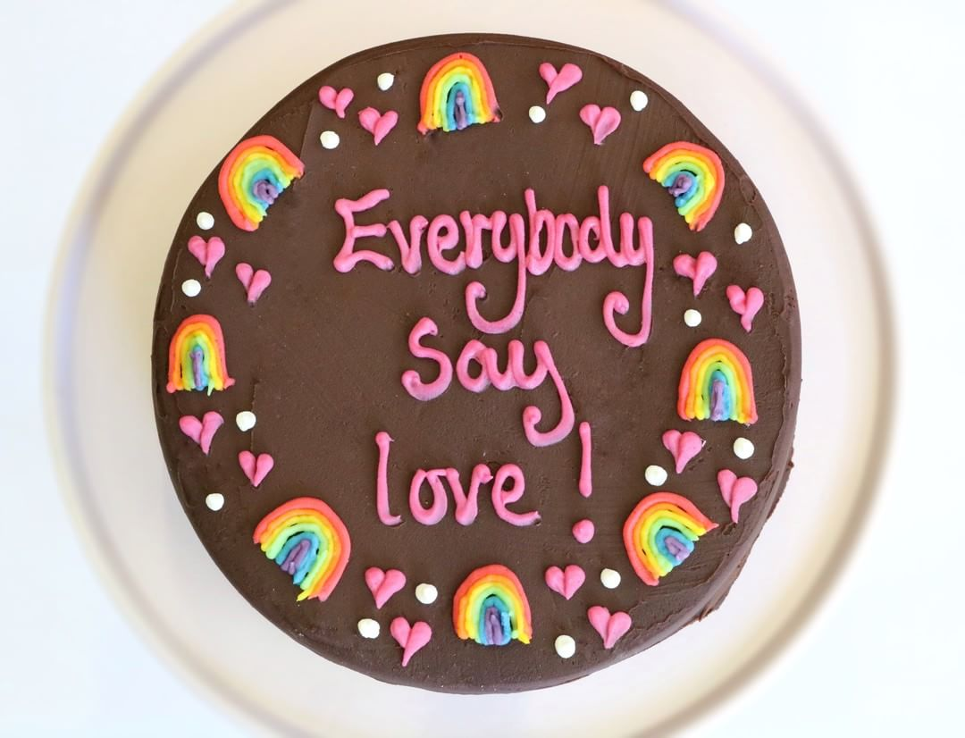 personalised cakes rainbow border