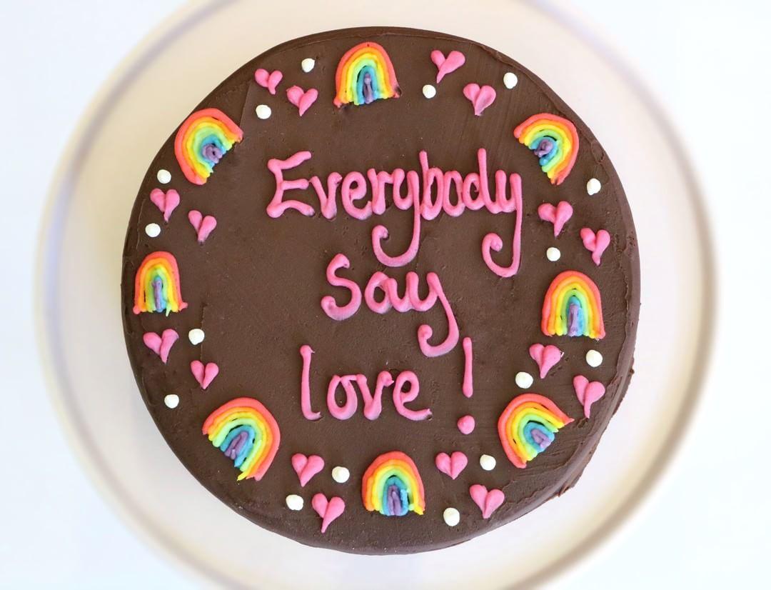 personalised cakes rainbow border