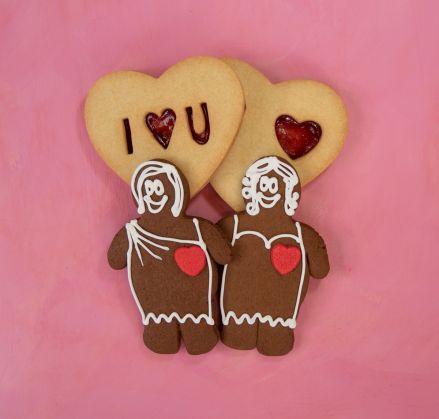Lovers' Delight - 2 Gingerbread Women & Jammy Dodgers